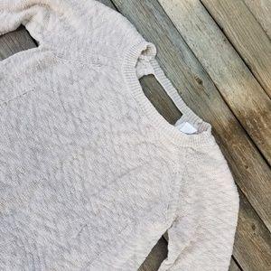 Design history size medium sweater.